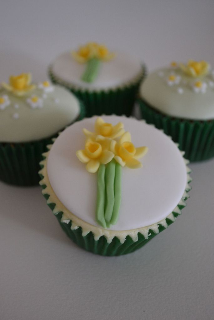 Daffodil cupcakes for a birthday surprise. Three chocolate, three lemon with a plug of homemade lemon curd. Iced with fondant and decorated with handmade daffodils and daisies. Inspired by Sprinklez (Ridwana Hannan)'s pretty pink daffodil cupcakes.