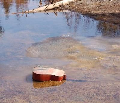 i-didnt-know-water-could-play-a-guitar-21304770.jpg (400×346)
