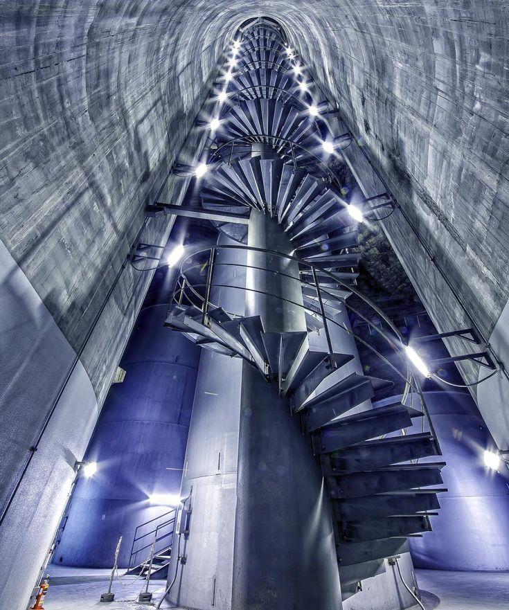 横浜火力発電所 煙突内部 #奥行き同盟 #奥行き #螺旋階段 #階段 #青 #煙突 #高い #ブルー #でかい #メタリック #見上げる #ルックアップ部 #探検 #ライト #工場萌え #東京電力 #東電 Internal of chimney at Yokohama Thermal Power Station #ptk_japan #special_spot_ #special_shot #stairway #lookupotd #lookupclub #lookupseason #stairwaytoheaven #smokestack #staircase #bluecolor #shiningbright #tepco