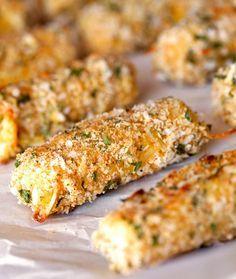 Palitos de mussarela assados | 31 versões assadas e bem mais saudáveis de comidas fritas