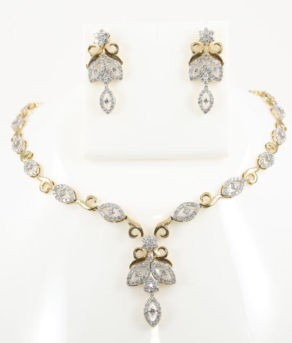 IGI gecertificeerde Set van gouden ketting en kroonluchter oorbellen met diamanten  EUR 20.00  Meer informatie