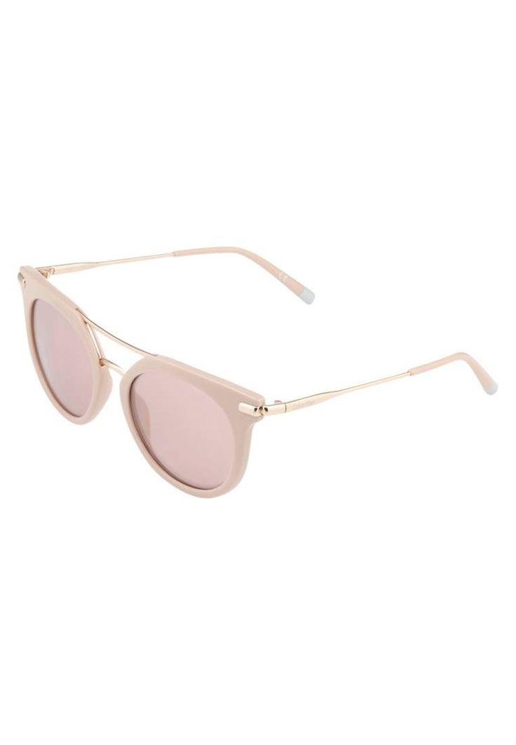 Calvin Klein. Occhiali da sole - cosmetic pink. #occhialidasole #sunglasses #zalandoIT #fashion #moda Portaocchiali:Custodia rigida. Forma occhiali:Farfalla. Protezione UV:Sì. Astine:14.0 cm nella taglia 52. Ponte:1.9 cm nella taglia 52. Larghezza:14.5 cm nella taglia 52. Fantasia:monocromo