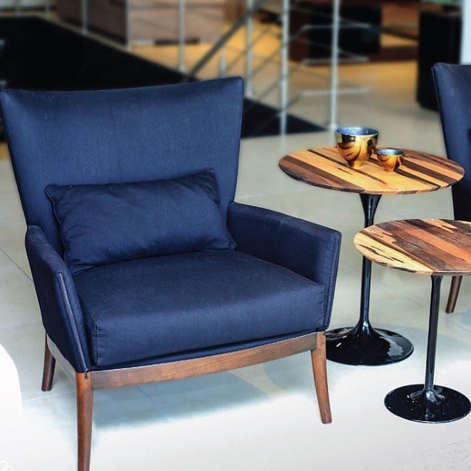 We're ogling this beauty of a #chair by @vanguardfurniture for #furniturefriday  . . . . #accessories #bedroom #buylocal #calgary #design #diningroom #diningroomdecor #designinspiration #furniture #homedecor #homestaging #interiordesign #kitchen #livingroom #livingroominspo #modern #moderndesign #roominspo #roominspiration #staging #shoplocal #shopyyc #tabletop #robertsweep #yyc