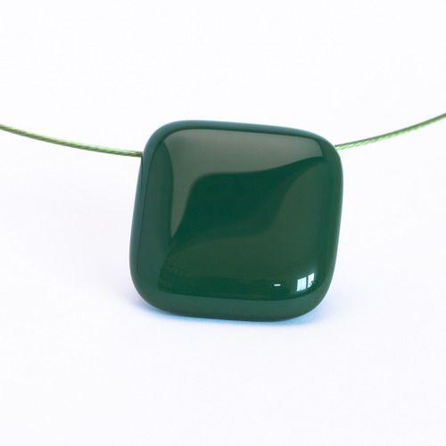 Sötétzöld medál