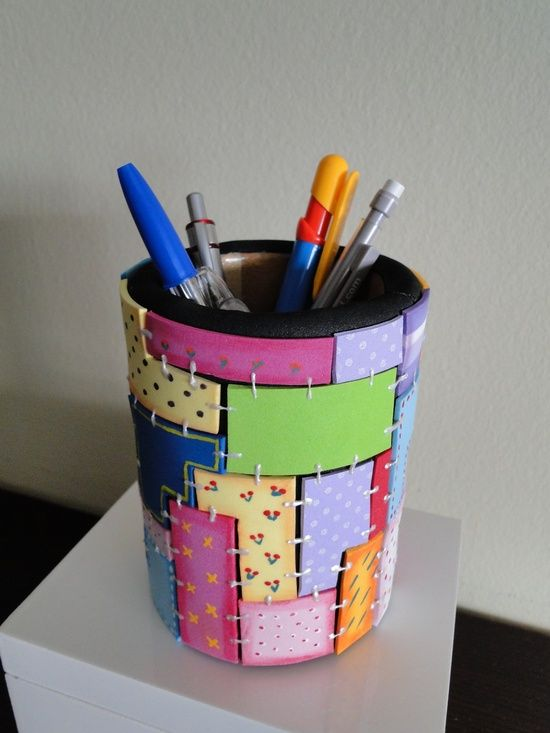 Porta lápis feito de EVA.