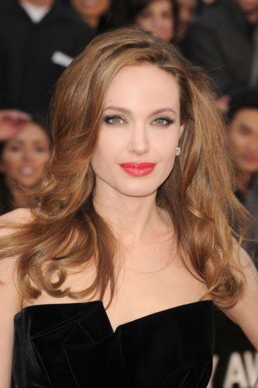 Angelina Jolie's Soft Waves-Oscars 2012