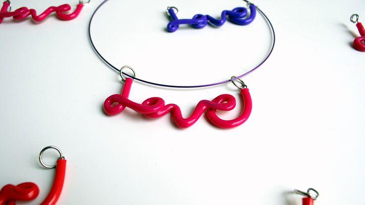love! ciondolo scritta in gomma e metallo : Collane di 360gradi