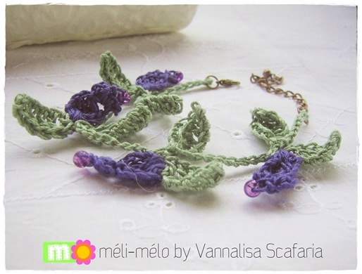 I love this bracelet: crocheted blossoms and glass beads. Spring is around my wrist!