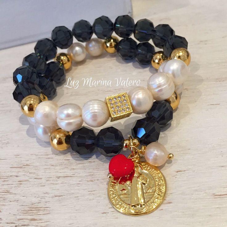 Pulseras de perlas con cristales y dije de San benito by Luz Marina Valero