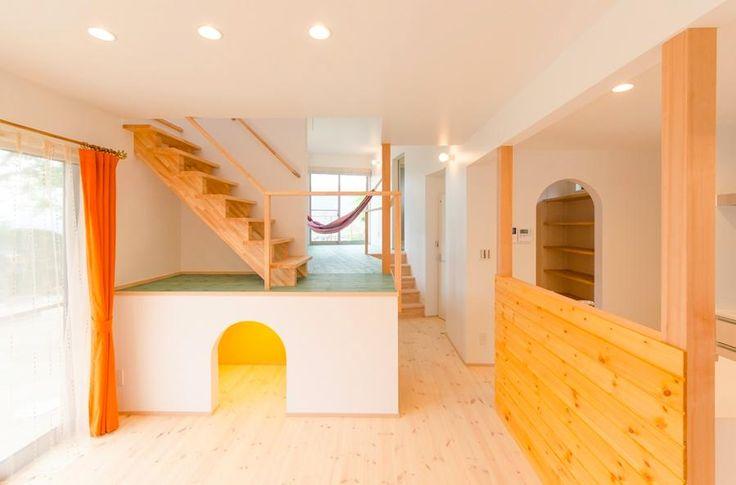 一段上がったサブリビングは家族をつなぐ楽しい遊び場。<br /> (撮影:雑貨ネナイコ 寺岡氏) 専門家:中土居美代子/久保田孝が手掛けた、セカンドリビングのある楽しい空間(『志和堀の家』スキップフロアのある家)の詳細ページ。新築戸建、リフォーム、リノベーションの事例多数、SUVACO(スバコ)
