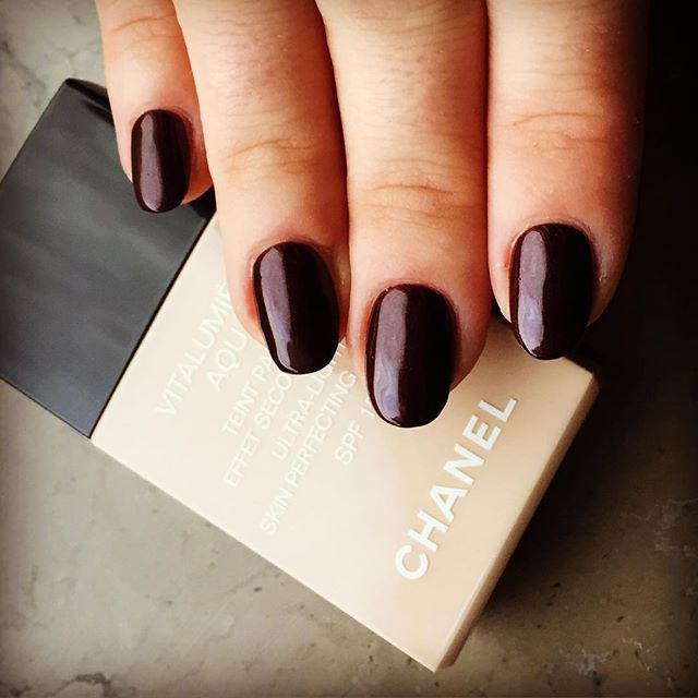 Classic manicure & new foundation. First time trying Vitalumiere foundation from #Chanel  #makeuplover #beautylover #nails #classic #foundation #chanelmakeup #manicure #blogger #beautyblog #lifestyleblog #newweek #Lorellay #bylorellay