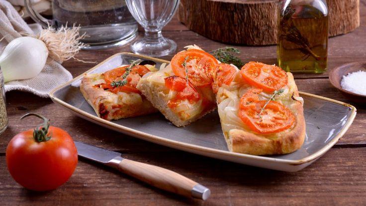 Focaccia  En el capítulo 5 del programa Cocina griega, la cocinera María Zannia prepara una Focaccia griega de la isla Kimolos (Ladénia). La Ladenia es un plato...