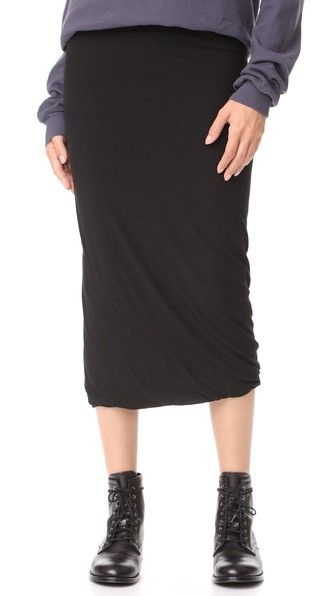 Get this RICK OWENS LILIES's knee skirt now! Click for more details. Worldwide shipping. Rick Owens Lilies Midi Skirt: This curve-clinging Rick Owens Lilies midi skirt has a soft bubble hem and pull-on profile. Elastic waistband. Double-layered. Fabric: Jersey. 30% polyamide/30% viscose/20% angora fur fiber/20% wool. Hand wash or dry clean. Made in Italy. Measurements Length: 32.25in / 82cm, from waist to hem Measurements from size 40 (falda por la rodilla, rodilla, rodillas, medio largo…