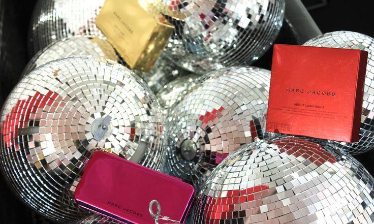 Marc Jacobs Natale 2016: Palette Trucco e Kit Regalo - http://www.beautydea.it/marc-jacobs-natale-2016-palette-trucco-kit-regalo/ - Scopriamo insieme le novità firmate Marc Jacobs Beauty per il Natale 2016! Una incredibile palette e tanti kit per un Natale scintillante!