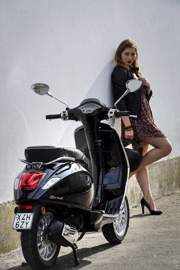 U salon su stigli novi modeli Vespe Sprint i Beverly 350 u SPORT varijanti. MALOPRODAJNE CIJENE: Vespa Sprint: 35.778 kn | Beverly 350: 50.515 kn