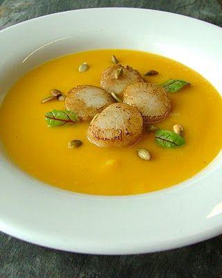 eat after reading: Aksamitna zupa z dyni z karmelizowanymi przegrzebkami i chrupkimi pestkami dyni