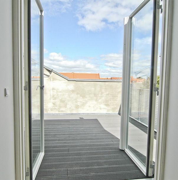 Smuk terrasse med plads til at nyde det gode vejr – nyrenoveret lejlighed i Esbjerg