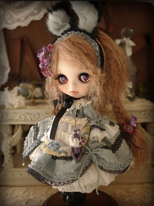 Custom blythe by Milk Tea
