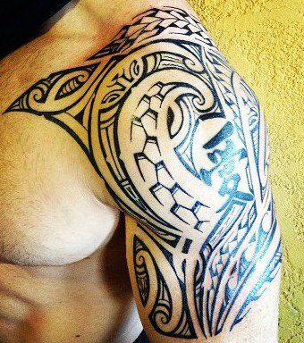 tatouage epaules polynesiens homme symboles motifs modele dessin maori men shoulder god tattoo. Black Bedroom Furniture Sets. Home Design Ideas