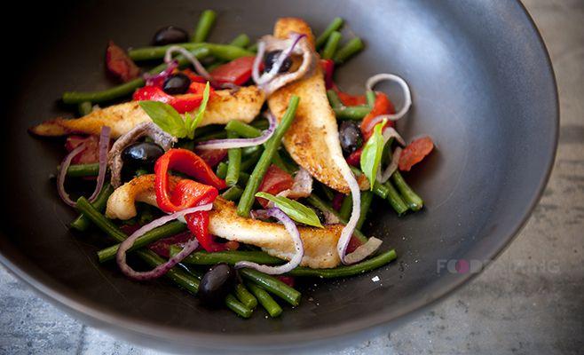Provençaalse salade met gebakken schar