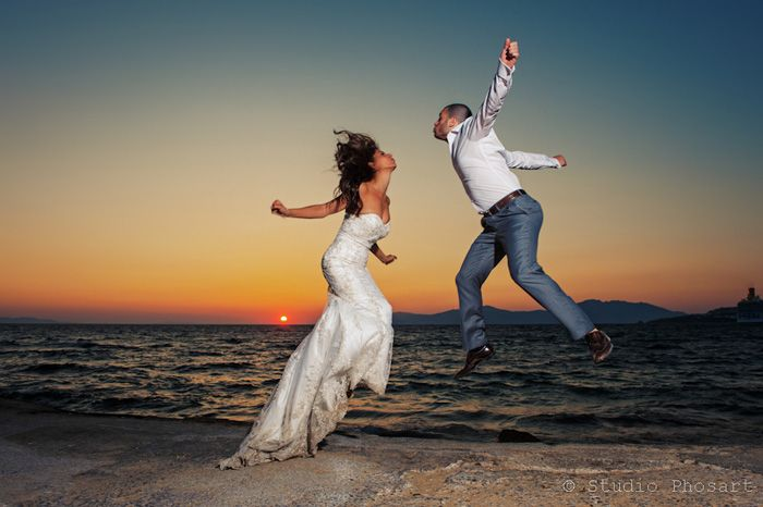 Because true love makes you fly to the moon!!! Amazing shot by @Studio Phosart | We keep your memories alive