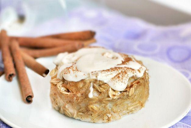 CINNAMON ROLL BAKED OATMEAL - Full recipe: http://chocolatecoveredkatie.com/2011/09/09/cinnamon-roll-baked-oatmeal/