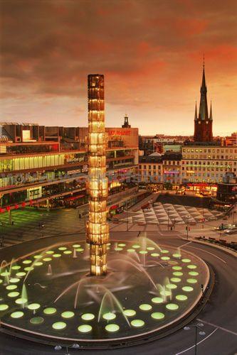 Sergels Torg - Kulturhuset #stockholm #sweden #sverige und dann geht es unterirdisch im einkaufzentrum weiter :)