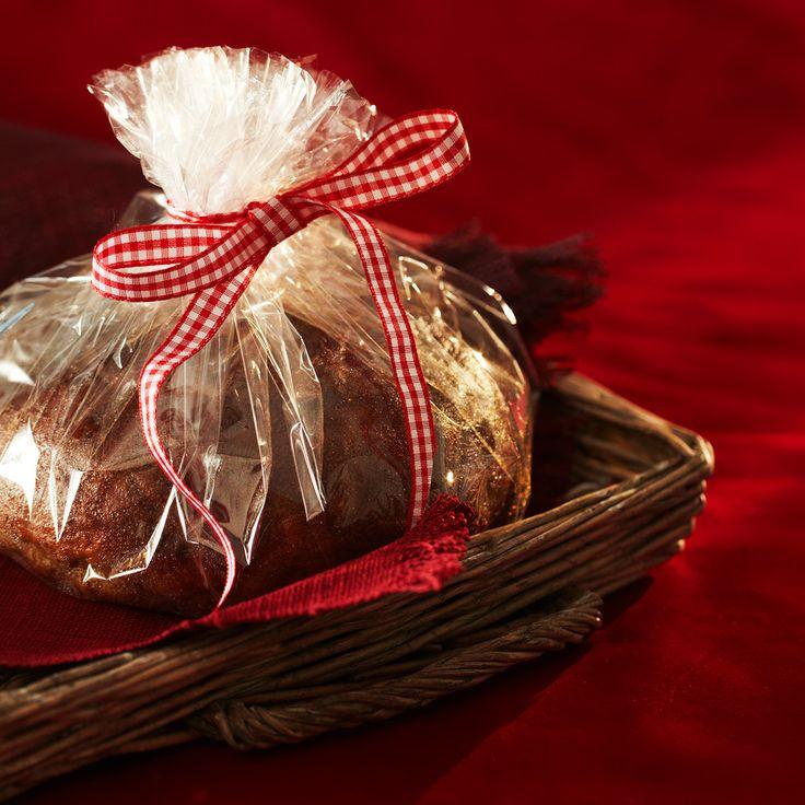 Perinteinen makeahko ja rukiinen joululimppu on maustettu fenkolilla, aniksella ja pomeranssinkuorella.