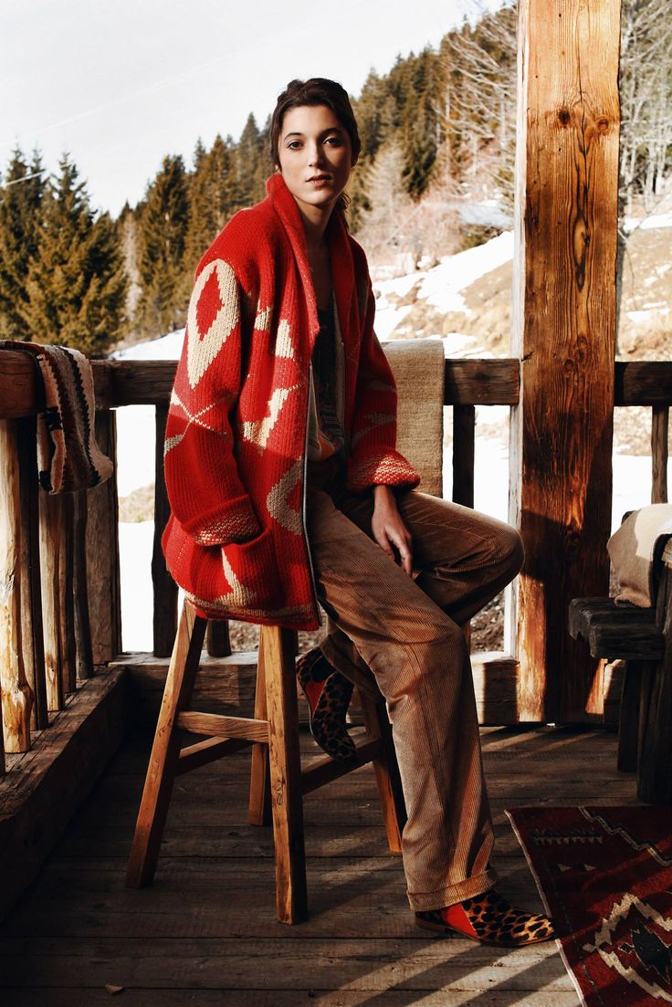 Gilet Ralph en maille doublée en fausse fourrure, pantalon en velours côtelé caramel.