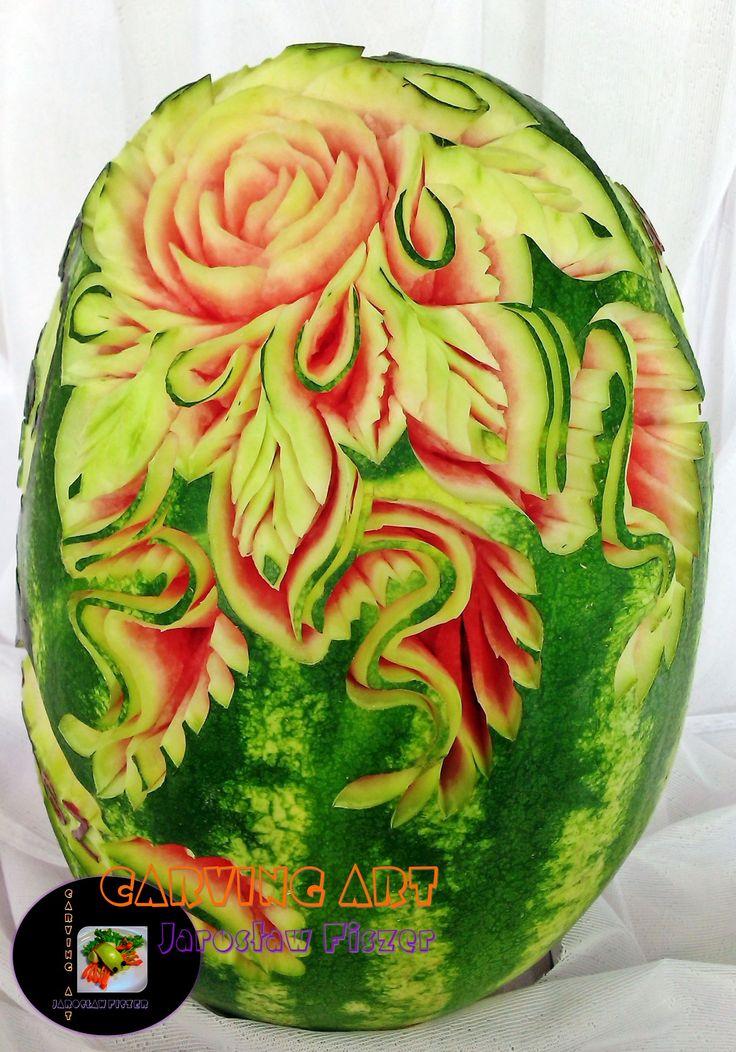 Kwiaty na arbuzie nieodzowny akcent dekoracji ślubnych :)