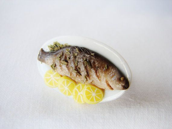 Whole Baked Fish In A Platter Served With Lemon Slices - Miniature