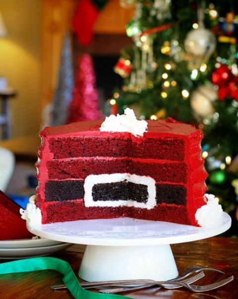How cool is this?! Santa's Belt Surprise-Inside Cake: This impressive cake has more than meets the eye. Once sliced open, you'll reveal Santa's belt to all. Make sure you add this Christmas cake to your wish list! Find more easy and amazing Christmas cake recipes, ideas and designs here.