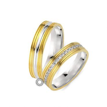 Γαμήλιες βέρες CHRILIA 29 κίτρινες και λευκές με λεπτή ρίγα και μία φαρδιά λευκή στο κέντρο με την επιλογή διαμαντιών | Βέρες ΤΣΑΛΔΑΡΗΣ στο Χαλάνδρι #βερες #γάμου #wedding #rings #Chrilia