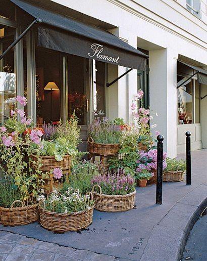 Baskets!Beautiful Flower, Paris, Stores Front, Flamant Flower, Flower Shops, Store Fronts, Gardens, Baskets, Front Porches