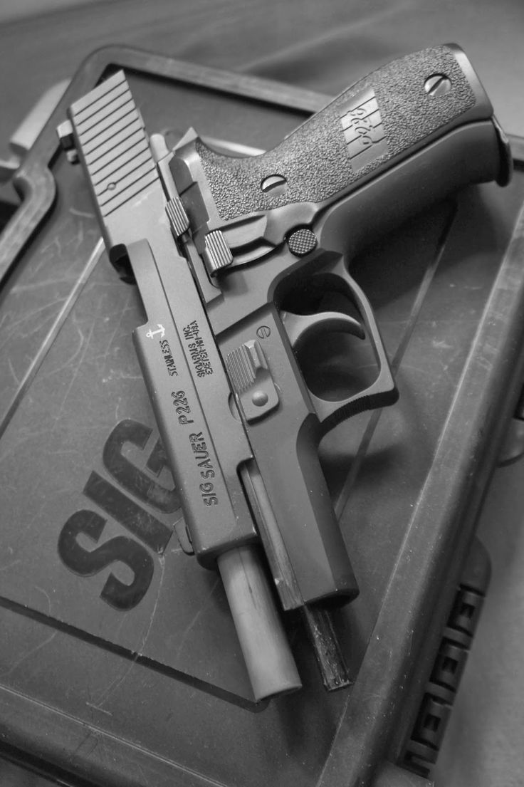 Full Of Weapons: Sig Sauer P226