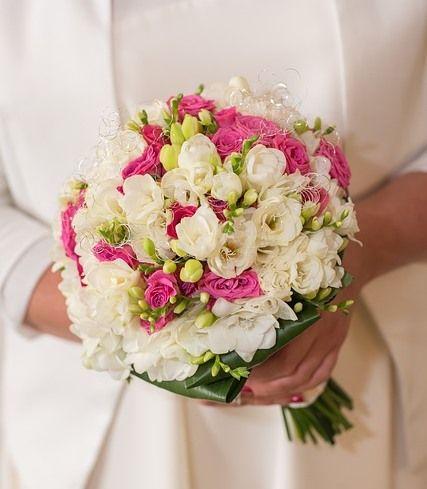 Il momento della scelta del bouquet è uno dei più attesi da ogni futura sposa! Sai che il tuo prenderà forma in base all'abito che indosserai per dire 'sì', ma è importante tenere conto anche di altri fattori, come la stagionalità ed il significato dei fiori. Scopri come puoi comporre il #bouquet  adatto a te!