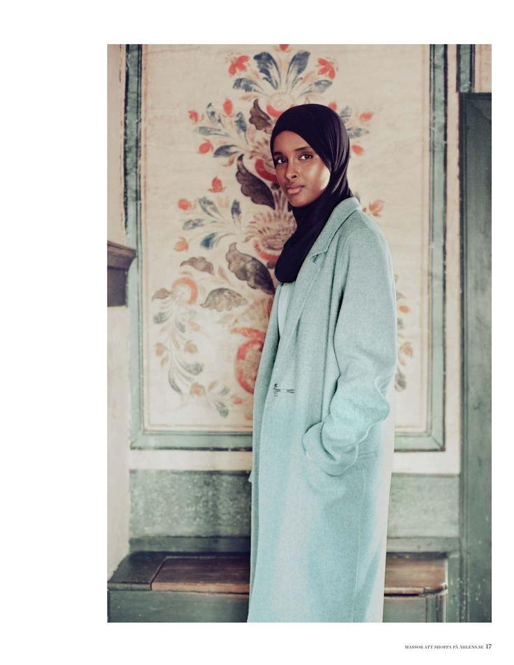 Åhléns höstmagasin 2016 - Motströms  Är vi verkligen fria att röra oss i kläder som kommunicerar vår individuella stil? Hur upplevs egentligen den som bryter koderna? Det här och mycket mer har vi undersökt tillsammans med modeprofessorn Philip Warkander, delar av resultatet hittar ni på sidan 34.  I detta nummer möter vi också supertalangen Suad Ali som vill förändra världen. Läs om hennes imponerande resa på sidan 16.