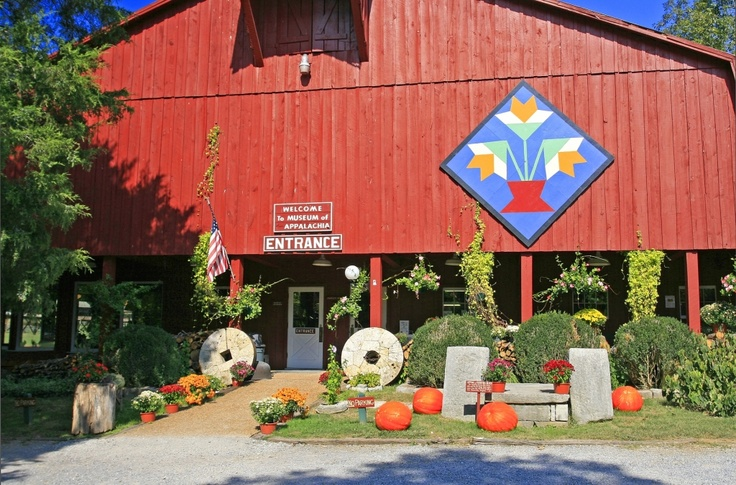 This Mountain Lily Variation pattern can be seen on The Museum of Appalachia in Clinton , TN part of Anderson County.