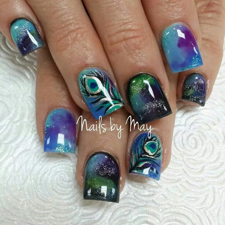 Beutiful fall & christmas nails with peacock design!