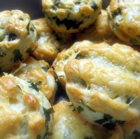Egy finom Medvehagymás-sajtos pogácsa ebédre vagy vacsorára? Medvehagymás-sajtos pogácsa Receptek a Mindmegette.hu Recept gyűjteményében!