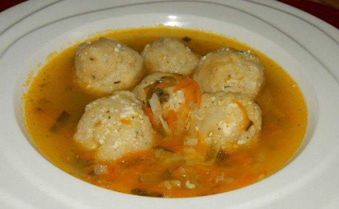 Zeleninová polévka s tofu knedlíčky | NejRecept.cz