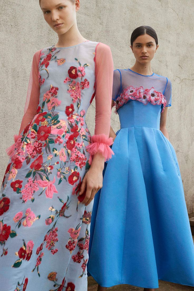 Carolina Herrera Resort 2018 Collection Photos - Vogue#rexfabrics #purveyoroffinefabrics #cometousforfashion #passionforfabrics