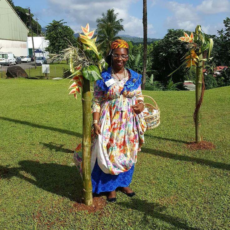 """#Madinina vue par @otgm972: """"Audrey de l'Office saura très bien vous accueillir avec sa magnifique #robe traditionnelle de la Martinique.  #VMAP #martinique #caribbean  #caraibe #ig_caribbean #ig_martinique #grosmorne #VMAP #tourism #tourisme #FoireAgricole #Artisanat #patrimoine #dress #dressup #promomartinique"""" #WeLike ! A voir sur Instagram : http://ift.tt/1SSFY6W"""