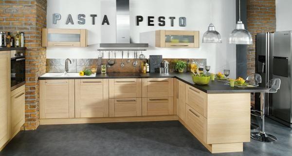 Cuisine et accessoires - Un exemple de cuisine équipée de chez Conforama avec tous ses accessoires. Joli usage des lettres pour la déco.