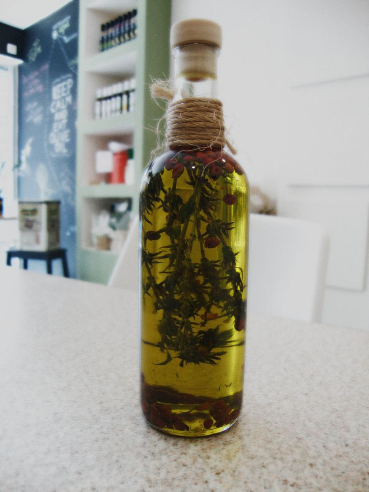 Cretan extra virgin olive oil with mint & red pepper