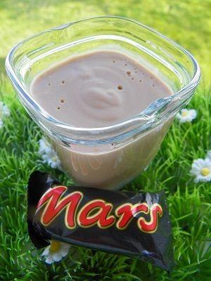 Ingrédients : 10 mini Mars 500 g de lait 2 œufs entiers 20 g de Maïzena 40 g de crème fraiche Préparation: mettre les mini Mars dans le bol et mixer 10 secondes à vitesse 6 ajouter tous les ingrédients sans la crème fraiche et mixer 6 secondes à vitesse...