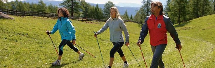 Regelmäßig bieten wir Nordic Walking Touren vom Hotel aus an