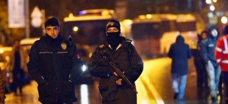 Serangan di Istanbul ISIS Biang Keroknya  KONFRONTASI-ISIS mengaku bertanggung jawab atas penembakan massal pada malam Tahun Baru di sebuah klub malam Istanbul yang menewaskan 39 orang. Pelaku tunggal penembakan massal ini masih diburu pihak keamanan Turki.  Klaim ISIS itu disampaikan lewat salah satu saluran Telegram-nya yang sebelumnya juga kerap dipakai ISIS. Belum ada komentar dari pihak berwenang Turki atas klaim ISIS ini.  ISIS menyebut serangan itu dilancarkan oleh serdadunya terhadap…