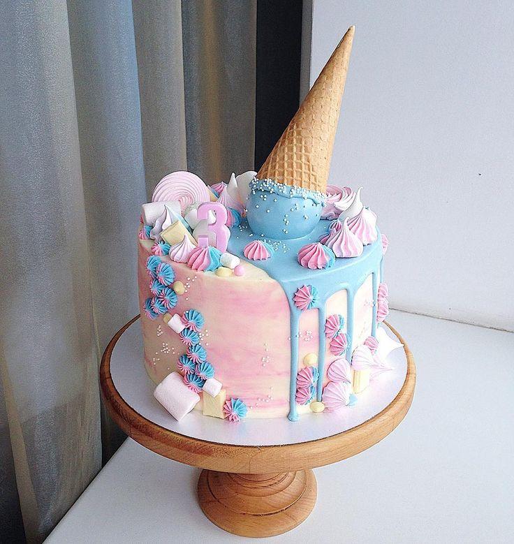 """Gefällt 1,575 Mal, 3 Kommentare - Настя🍭twins🎂Олеся (@kasadelika) auf Instagram: """"Ванильный торт со сливочно-сырным кремом, безе и вишней🍒🍦🍥 Все наши тортики покрыты сырным…"""""""