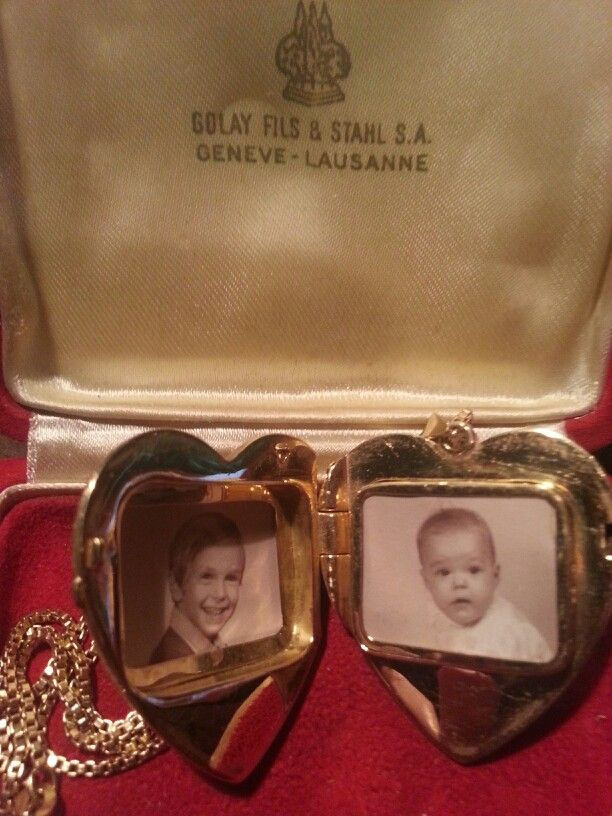 18kt Gold Heart Shaped Locket.  Musical movement under the picture on right side.